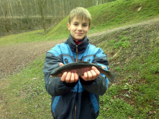Regenbogenforelle: Mein Neffe, erster Fang